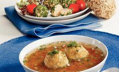 Tiroler Kaspressknödelsuppe   Knorr Hamburger Speck, Curry, Chicken, Meat, Ethnic Recipes, Food, Good Food, Food Food, Simple