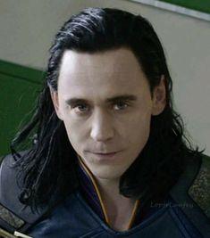 ... amo este olhar Tom Hiddleston Loki, Thomas William Hiddleston, Loki Son, Loki God Of Mischief, Best Villains, Loki Laufeyson, Marvel Avengers, Marvel Funny, Cute Faces