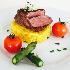 #delicious Rindsmedaillon auf Safranrisotto #lecker #risotto #Rezept #rezeptideen #kochblog #Kochrezepte #food #fleisch #foodblog #FoodPorn #nomnom #italianfood #Schweiz #schlemmern #megalecker #mahlzeit #gaumenschmaus #gourmet Food Porn, Rind, Steak, Beef, Explore, Photos, Gourmet, Kitchens, Meal