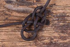 Einen Keltischen Herzknoten knüpfen - Battle-Merchant Blog Cool Stuff, Crafts, Diy, Jewelry, Origami, Blog, Decor, Craft, Knots