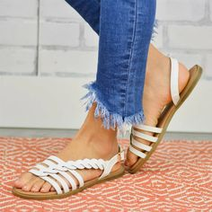 Dámské sandály Carino - bílé - Pošta Zdarma Ankle Strap Sandals, Flat Sandals, White Sandals, Cheap Fashion, Womens Fashion, Sandals For Sale, Summer Sandals, Comfortable Flats, Leather Fashion