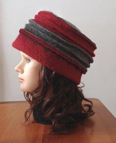 Chapeau de laine bouillie pour femme rouge et gris fait avec