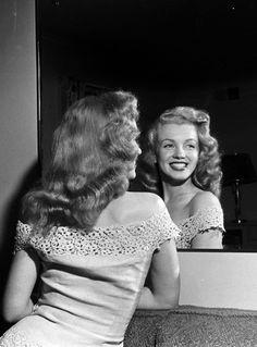 Marilyn Monroe, 1949                                                                                                                                                     Más