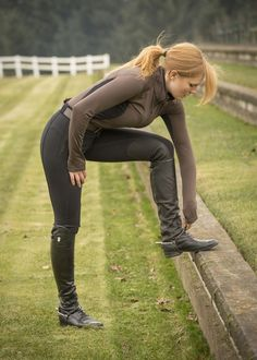 Horsey babe in breeches and riding boots Equestrian Girls, Equestrian Outfits, Equestrian Style, Horse Riding Boots, Horse Riding Clothes, Riding Breeches, Sport Outfit, English Riding, Jodhpur