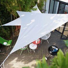 Les voiles d'ombrage mettent un coup de vieux aux traditionnels parasols