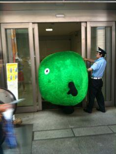 日テレの玄関でスーモ詰まってる……オワタ(*=◡=)... on Twitpic