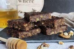 Brownies vegane cu banane, nuci și carob - Home is where you cook Brownies, Cooking, Desserts, Recipes, Food, Banana, Cake Brownies, Kitchen, Tailgate Desserts
