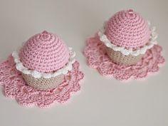 Blogi missä tehdään käsitöitä, sisustetaan vasta valmistunutta omakotitaloa maaseudun rauhassa ja höpistään niistä arjen pienistä iloista! Crochet Pincushion, Crochet Hats, Pin Cushions, Knitting Hats