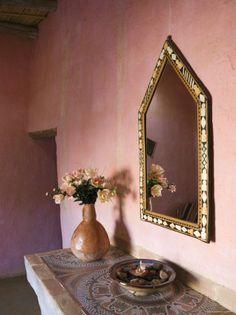 Moroccan interior this color is so warm i love it.