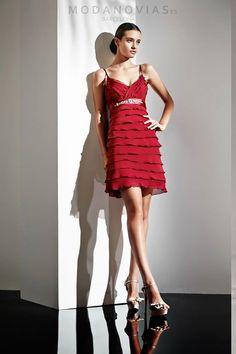 Vestido de fiesta E-1102 Transformer de gasa con la falda transformable a corta o larga cinturón con decorado y lazo en la espalda. Disponible en color grosella. #modanovias #vestidos #boda #vestidosdefiesta #fiesta Más fotos en:  http://www.modanovias.es/vestidos-fiesta/e-1102-transformer.html