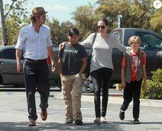 """Angelina Jolie et Brad Pitt """"mauvais père"""" ? Les six enfants au coeur du divorce"""