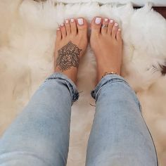 Foot Tattoos Girls, Cute Foot Tattoos, Hand Tattoos For Women, Ankle Tattoos, Badass Tattoos, Beautiful Toes, Pretty Toes, Beautiful Tattoos, Tattoos Skull