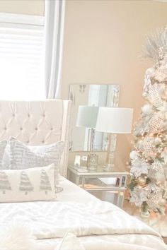 Add some Christmas cheer to your bedroom decor! Start with your nightstand and style a silver Thompson Ferrier Sagano candle on it next to your lamp and place a tall Christmas tree in the corner of the room that you can decorate with lights and ornaments to really get that Christmas feeling! pc: @jusminda_home_decor #ThompsonFerrier