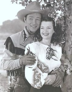 Roy Rogers and Dale Evans.happy trails to you until we meet again. Happy trails to you. Photo Vintage, Vintage Tv, Vintage Stuff, Nass El Ghiwane, Classic Hollywood, Old Hollywood, Hollywood Glamour, Dale Evans, Into The West