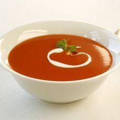 Crema de tomate con queso mozzarella y albahaca Veggie Recipes, Soup Recipes, Vegetarian Recipes, Healthy Recipes, Red Vegetables, Chowder Soup, Latin American Food, Cream Soup, Mo S