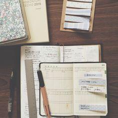 ⌘ 2015 schedules 来年の予定が少しずつ埋まってきたので持ち歩き用の能率手帳に記載。家族5人の予定を一覧にできるように線を書き足しました。4月から幼稚園も始まるので何かと忙しくなりそうです。 ↓↓追記 実は某手帳メーカーさんから直々にお話があり、日々の手帳の使い方について寄稿させていただくことになりそうです!詳しく決まりましたらまたお知らせします♩ 2014.11.21 Fri. #Padgram