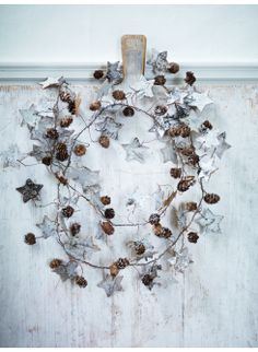 Love this simple star & berry wreath!!!