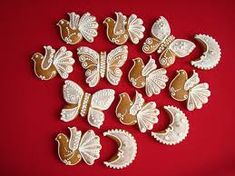 Výsledok vyhľadávania obrázkov pre dopyt zdobenie medovnikov Brooch, Floral, Rings, Flowers, Jewelry, Fashion, Moda, Jewlery, Jewerly