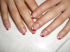 ongles nail art tendance: design french en blanc et rouge                                                                                                                                                     Plus