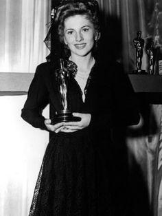 Joan Fontaine, oscar winner for Hitchcock's Suspicion