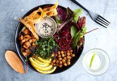 Vegaanin täyspainoinen salaatti