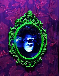 Ever since Snow White and the Seven Dwarfs, we're pretty sure every girl and woman has dreamt of having a magic mirror to tell them just how beautiful they are every day. In a Halloween setting, though, a mirror with a live, moving face can be downright scary!