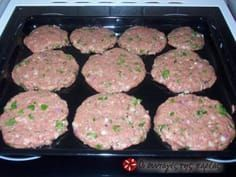 Μπιφτέκια φούρνου αφράτα tried and tested: very fluffy burger recipe Oven Recipes, Meat Recipes, Cooking Recipes, Recipies, Greek Desserts, Greek Recipes, Food Network Recipes, Food Processor Recipes, Greek Dinners