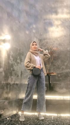 Casual Hijab Outfit, Ootd Hijab, Ootd Poses, Hijab Fashion Inspiration, Modest Outfits, Vans, Clothes, Style, Pictures