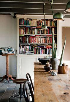 dining room, styling by Cleo Scheulderman   vtwonen, October 2011 • Jeroen van der Spek