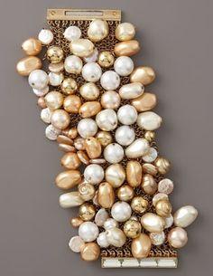pearls I Love Jewelry, Pearl Jewelry, Bridal Jewelry, Jewelery, Jewelry Making, Bracelet Cuir, Pearl Bracelet, Bangle Bracelets, Pearl And Lace