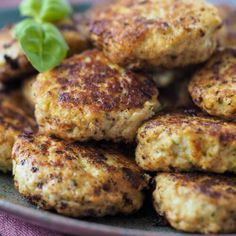 Feta, Rocky Road, Yummy Eats, Tandoori Chicken, Salmon Burgers, Mozzarella, A Food, Snack Recipes, Low Carb