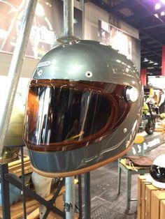Proto HEDON Heroine Racer Fullface Retro Helmet, Vintage Helmet, Motorcycle Helmet Design, Motorcycle Outfit, Riding Gear, Riding Helmets, Cafe Racer Vintage, Valentino Rossi Helmet, Bell Helmet