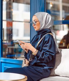 The particular scarf is the central item in the clothing of girls together with hijab. Modern Hijab Fashion, Muslim Fashion, Modest Fashion, Fashion Outfits, Muslim Girls, Muslim Women, Simple Hijab, Aesthetic Women, Girls Together