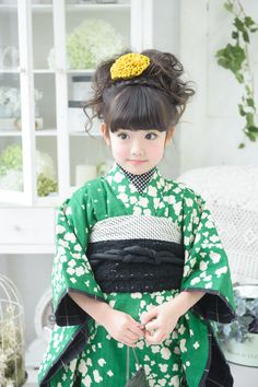 What a coincidental resemblance. Reminds me of my niece Munirah when she was of that age. Now she is all grown up and far away! Japanese Costume, Japanese Kimono, Geisha, Japan Fashion, Kids Fashion, Japanese Babies, Furisode Kimono, Cute Kids Photography, Modern Kimono