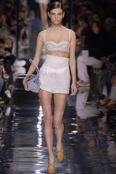 339437aed201 Prada Spring 2006 Ready-to-Wear Collection - Vogue Módna Prehliadka