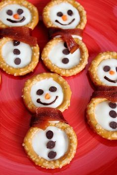 Pretzel-Snowmen make all holiday gatherings complete. They are even fun for the kids to help make. Christmas Snacks, Christmas Goodies, Christmas Candy, Holiday Treats, Christmas Baking, Holiday Recipes, Christmas Recipes, Christmas Time, Christmas Ideas