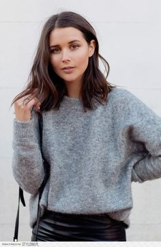 coupe cheveux femme mi long tendance look cut hair woman mid long trend look Mid Haircuts, Blunt Bob Hairstyles, Mid Length Haircuts, Blunt Haircut Medium, Short Haircuts Shoulder Length, Shoulder Haircut, Medium Haircuts, Winter Hairstyles, Trendy Hairstyles