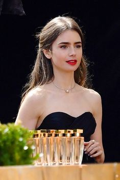 Lily Collins So Gorgeous. Lilly Colins, Style Lily Collins, Lily Collins Hair, Lilly Collins Dress, Gabriela Montez, Rosy Lips, Jace Wayland, Jamie Campbell Bower, Vanity Fair Oscar Party