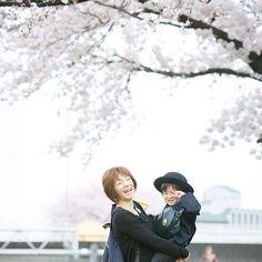 【hirophoto_nagoya】さんのInstagramをピンしています。 《桜大撮影会イベントのお知らせ✨ 3/31(金)4/2(日)の二日間に名古屋で撮影会のイベントを行います(*^◯^*) 1組10分ほどの撮影になりますが、料金は¥3,100でデータ渡しとお得です☺️ 桜をバックに家族やカップル、お子様の撮影をしたい人や、入学式や卒業式などの記念に、お友達との思い出に、お得なこの機会に、素敵な写真を残しませんか? ※ウェディングドレスなどの特殊な衣装のお持ち込みは、ご遠慮いただいていますが、ちょっとした衣装の撮影には柔軟に対応したいと思っていますので(例 ウェディングドレスに見立てた白いワンピースとスーツや、お子様のドレスなど)詳しくはメールにてお問い合わせ下さい。  撮影ご希望の方は、DMか下記アドレスまで、メッセージをお願いします。 mail:info@hirophoto.me  現在3/31の方が、もう少しで予約が埋まってしまいそうです。4/2の方は、まだ若干空いております。どちらのお日にちも、お早めのご予約お待ちしております。…