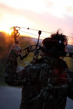 Hunt with a bow. although I prefer recurve and long bows, this is a nice shot. I like the light. Deer Hunting Tips, Hunting Camo, Hunting Girls, Turkey Hunting, Bow Hunting Women, Hunting Quotes, Archery Hunting Bowhunting, Hunting Photography, Photography Ideas