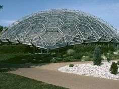 The Climatron at the Missouri Botanical Garden was the world's first geodesic dome greenhouse, as well as the first air-conditioned greenhouse,… Futurism Architecture, Facade Architecture, Gardens By The Bay, Kew Gardens, Missouri Botanical Garden, Botanical Gardens, Geodesic Dome Greenhouse, Singapore Garden, Dome House