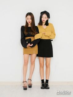 Popular fashion trend in Korea: Twin Look Dressing similarly with best friends in style . Korean Girl Fashion, Korean Fashion Trends, Ulzzang Fashion, Cute Fashion, Asian Fashion, Fashion Outfits, Seoul Fashion, Korea Fashion, Friends Mode