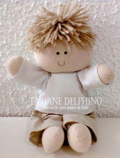Boneca de pano confeccionada artesanalmente. Enchimento com fibra de silicone antialérgica. Roupa em tecido 100% algodão, cor a sua escolha. R$ 35,00