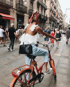 Image discovered by sündos. Find images and videos about fashion, style and outfit on We Heart It - the app to get lost in what you love. Cycle Chic, Easy Style, Style Me, Bike Style, Paris Outfits, Summer Outfits, Fitz Huxley, Inspiration Mode, Looks Cool