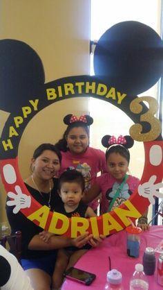 Mickey Mouse party photo booth frame diy - Buscar con Google
