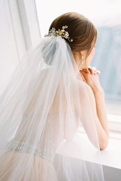 Bun hairstyles are popular wedding hairdos, and look good for different hair length. See our trendy collection of wedding bun hairstyles. Hairdo Wedding, Hair Comb Wedding, Bridal Hair, Wedding Rings, Wedding Vows, Boho Wedding, Wedding Cake, Wedding Venues, Wedding Dresses