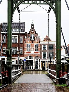 Rotterdam is such an interesting city to visit in the Netherlands. I'm sharing my favorite places and things to do that you don't want to miss. Dutch Netherlands, Rotterdam Netherlands, Travel Netherlands, Leiden, Rotterdam Architecture, South Holland, Excursion, Voyage Europe, Europe