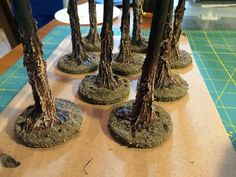 In response to our Hobby Lab where we made some wargaming trees community member Thomas Hoellering got in touch to share his way of making these stalwarts of tabletop terrain. Grab a cup of tea and check out his very in depth step-by-step within! Dungeons And Dragons, Warhammer Terrain, Model Tree, Game Terrain, 40k Terrain, Miniature Trees, Miniature Crafts, Miniature Dollhouse, Wargaming Terrain