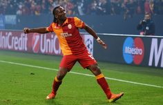 Didier Drogba in Galatasary outfit, after beating Schalke 04 Manchester United, Manchester City, Stamford Bridge, Uefa Champions League, Football Players, Atlanta, Soccer, Chelsea, Running