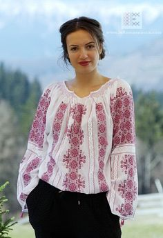 M size Hand embroidered Romanian peasant blouse roumaine brodee dress folk costume traditionelle Rum Peasant Blouse, Peasant Tops, Ecru Color, Mode Boho, Folk Fashion, Bohemian Style, Bohemian Fashion, Blouse Online, Embroidered Blouse
